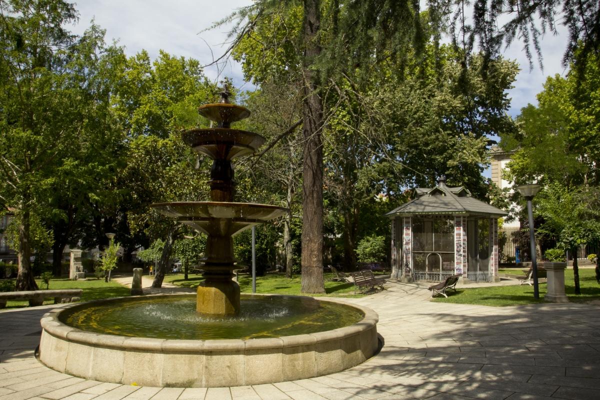 Jard n del pos o turismo de ourense for Jardin del posio ourense